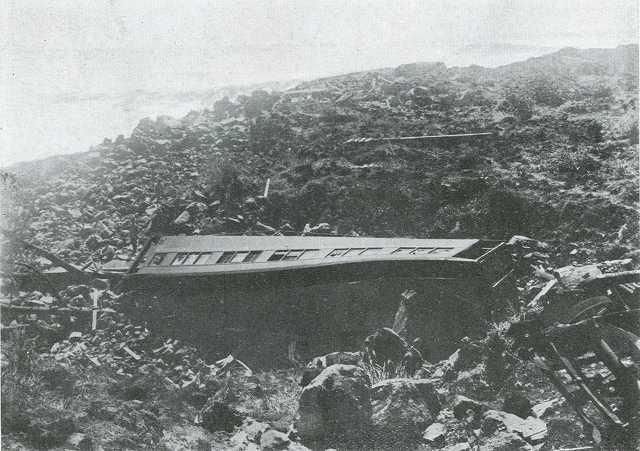 関東大震災時、根府川駅から海中に転落した列車のうち、海岸に留まった客車